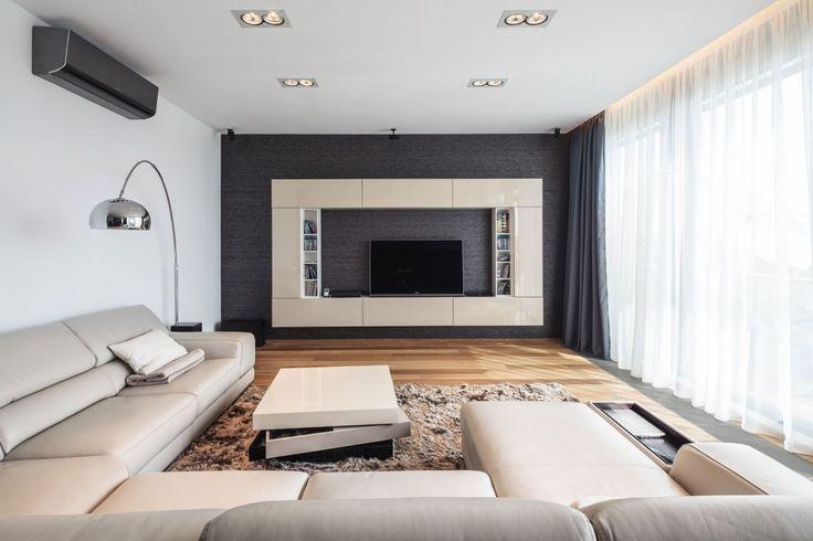 desain lemari sekaligus meja TV nya boleh tuh. dinding belakang di cat gelap untuk menyamarkan kabel yang (mungkin) berseliweran... biar seimbang, cat dinding dan plafon nya harus warna terang.