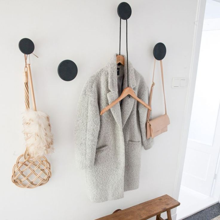Dot L kledinghaak- Muuto Te koop via https://www.livingdesign.be/nl/producten/detail/dot-l-kledinghaak-muuto