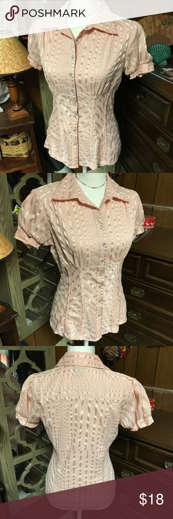 Dots size small light pink short sleeve shirt Dots size small short sleeve dress shirt size small💕 this is as one of my fav's at my office job✨ perfect spring 🌷 color❣️✨ Tops Button Down Shirts