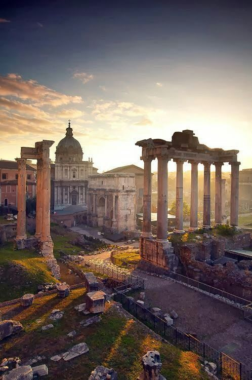 Avenida de los Foros Romanos. Roma ,Italia...
