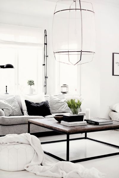 Black and white chic at it's best! Loving the that pendant light too.