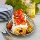 Rulltårta med lemon curd, hallonsylt & jordgubbar - Recept från Mitt kök - Mitt Kök