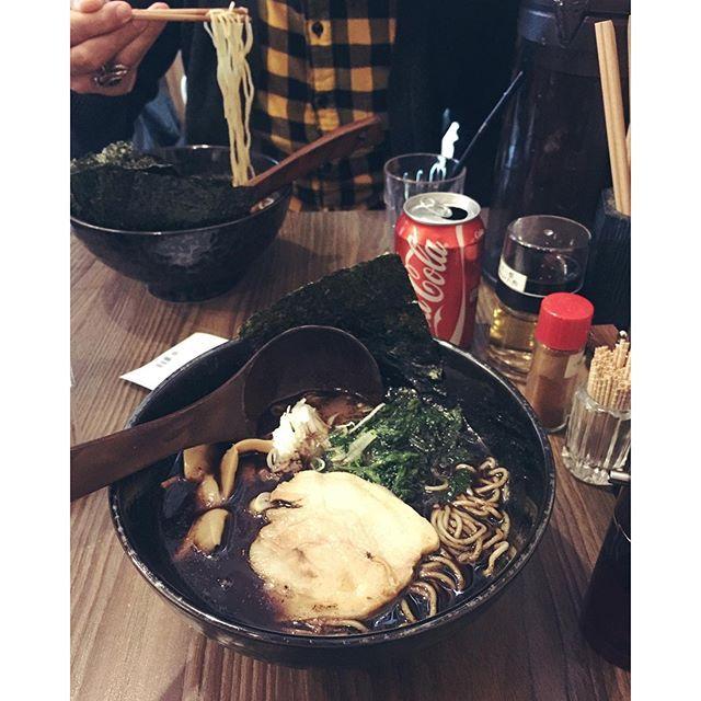 """Toda vez que entro em um restaurante pra comer Rámen saio dizendo pra mim mesma: """"esse é o melhor da vida!"""""""