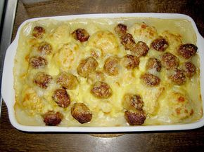 Geheime Rezepte: Blumenkohlauflauf mit Bratwurtsbällchen und Kartoffeln