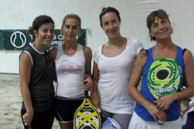 Siamo al rush finale nel torneo autunnale di doppio femminile di beach tennis sui campi del Tennis Viserba.