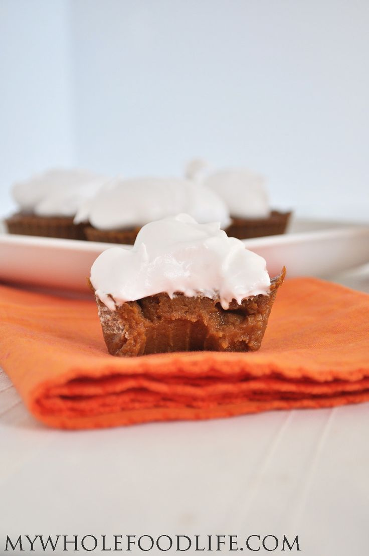 Make these Paleo Pumpkin Pie Cupcakes in just minutes! NO flour, NO refined sugar and totally delicious! #vegan #glutenfree #pumpkin #paleo