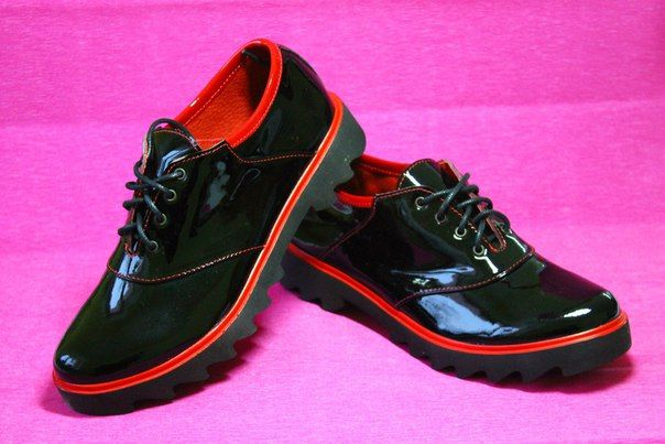 Кожаные черно-красные женские туфли - этрендовая модель, изысканное сочетание черного и красного цвета. Выполнены из натуральной лакированной кожи, подошва с протектором обеспечит комфорт в течение дня. #женскаяобувьмоднакраина Материал: кожа Размеры: 35-45 Цена: 830 грн.  ☝️Гарантии возврата и обмена! Закажи здесь: ✉️ Директ  Телефон/Viber: + 380502276694  #modnakraina #моднакраина #туфли #женскаяобувь #купитьобувь #купитьтуфли #купитьобувьукраина #купитьобувьонлайн #купитьобувьхарьков
