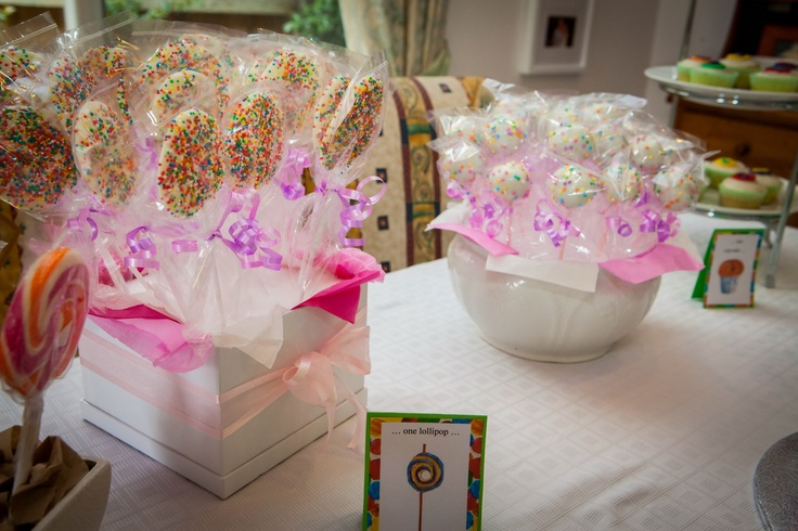 We got a little bit carried away with the lollipops - candy, white chocolate and cake pops!