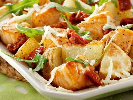 Recept på en italiensk lax med soltorkade tomater. Allt i ett i ugnen med lax är praktiskt och blir extra gott när smakerna gifter sig.
