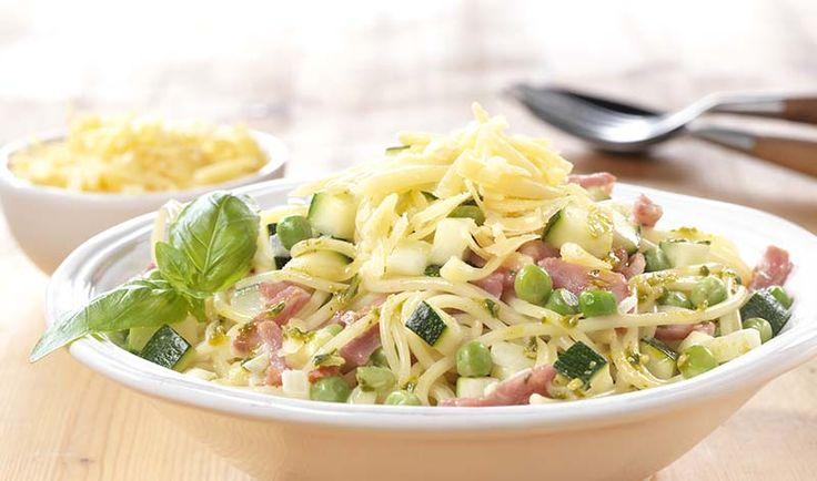 Spaghetti met bacon en groene saus