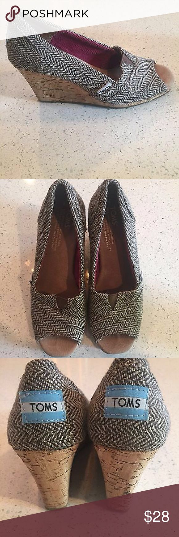 Toms Espadrille Wedge Shoes Vegan Peep Toe SZ W 6 Gently used  size W 6 gray herringbone with metallic gold thread TOMS Shoes Wedges
