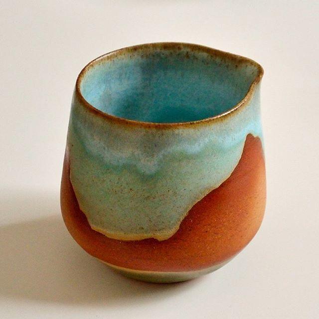 Petit crémier en grès naturel! Little creamer made in natural stoneware. ❤❤❤ #stoneware #potterslife #ceramic #creamer #argile #clay #handbuild #handmade #pottery #faitmain #madeinmontreal #grès #finirbonsecours2017