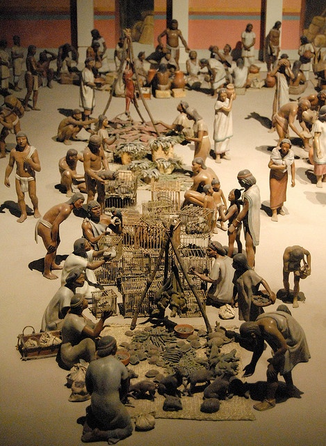 Tlatelolco Aztec Market - The great daily market at Tlatelolco was controlled by a merchant class (pochteca) that specialized in long-distance luxury item trade. The Aztecs had a state-controlled mixed economy: tribute, markets, commodity use, and distribution were highly regulated.