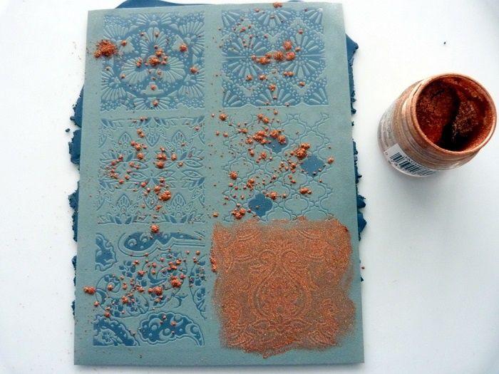 Ressources Comment utiliser un silk screen sur la pâte polymère et avec de la poudre métallique
