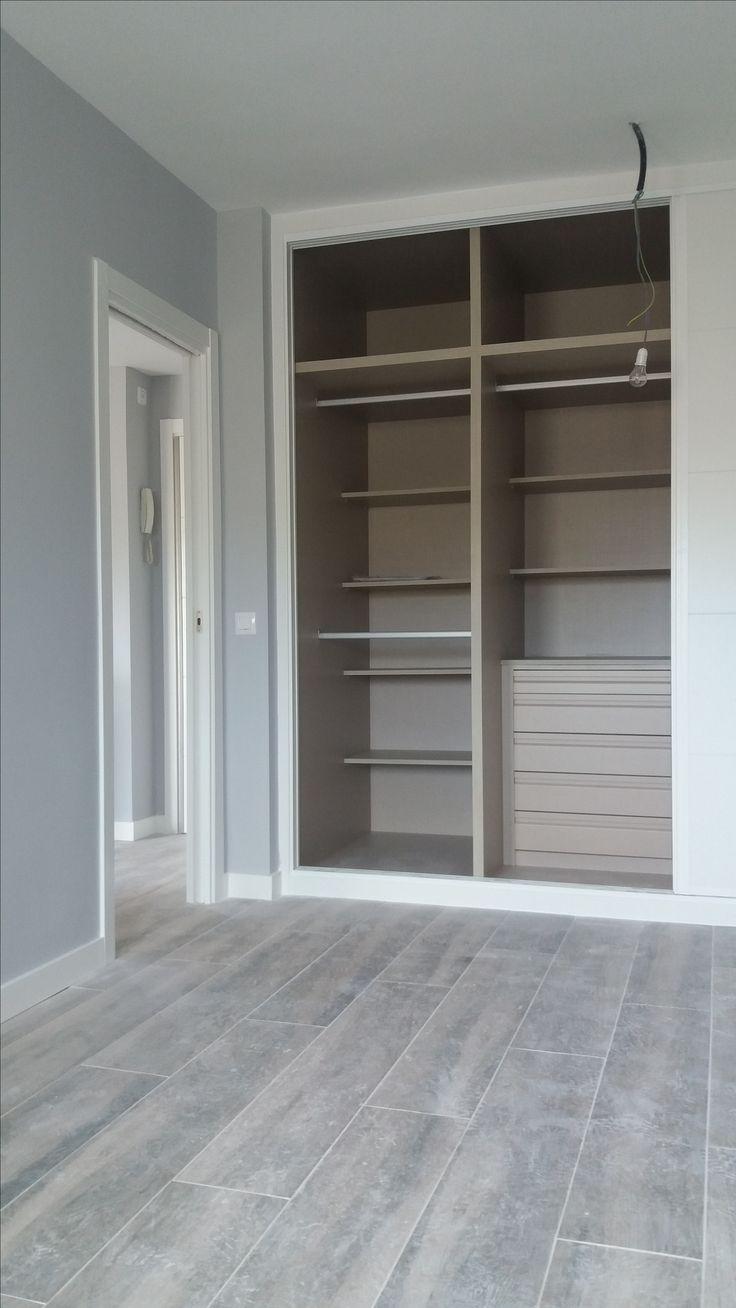 Interior de armario lacado en blanco en tablero lino cancún