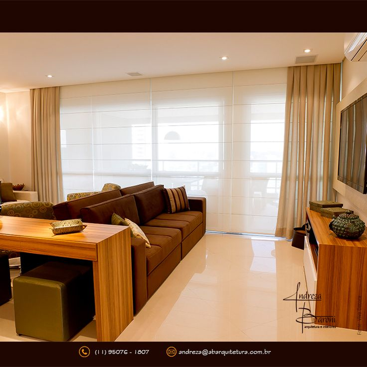A cortina é extremamente necessária para compor um ambiente pois dá privacidade, conforto, aconchego e beleza ao espaço. Ela precisa cobrir no mínimo 10 cm a mais que o tamanho da janela nas laterais. Na parte superior temos 2 opções: se no ambiente há cortineiro a cortina deverá ser fixada no teto, ou no mínimo 15 cm acima da janela. Na parte inferior a cortina deve tocar ou ficar 1 a 2 cm no máximo acima chão. #cortinas #saladeestar #cortinaideal #medidascortinas