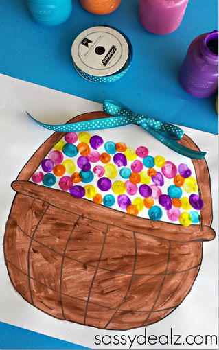 Fingerprint Easter Egg Craft (Free Basket Printable)   http://www.sassydealz.com/2014/03/fingerprint-easter-egg-craft-free-basket-printable.html