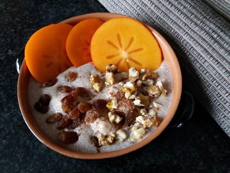 Ontbijt: amaranth met ricotta in rijstmelk, kaki en noten. www.facebook.com/isadeetjes