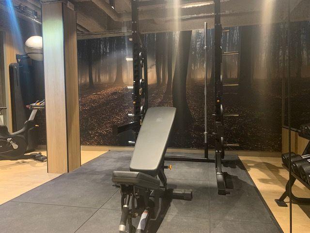 Master Houdt Gasten Best Western Fit Fitnessruimte Wanden Hotel