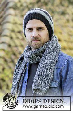 Conjunto: gorro para homem com riscas, tricotado com 1 fio DROPS Karisma e cachecol em canelado/barra inglês tricotado com 2 fios DROPS Karisma. Modelo gratuito de DROPS Design.