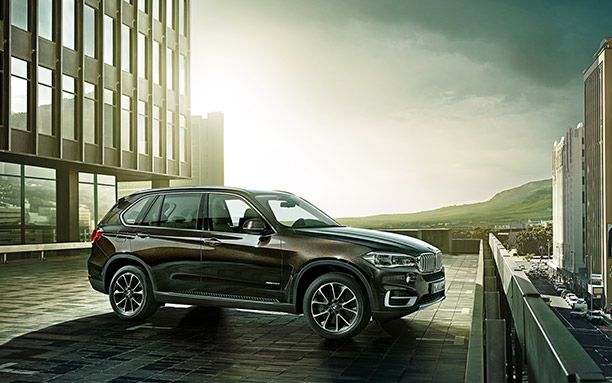 BMW-X5-Has-a-Large-Size-Cabin-Side-View.jpg (612×383)