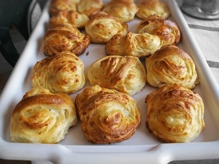 cosulete-cu-cascaval-reteta-culinara-pas-cu-pas-placinte-in-forma-de-cosulete-cu-cascaval-reteta