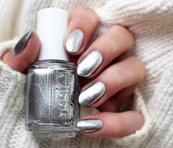 Compliment sweater weather with your stylish metallic 'après-chic' manicure from the essie winter 2015 collection.
