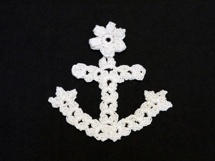 Site is Japanese, but there's a diagram. I could follow the centre part of this to make a cross bookmark. 碇のモチーフ(編み図付き、イカリ、いかり、アンカー)の画像:Crochet a little