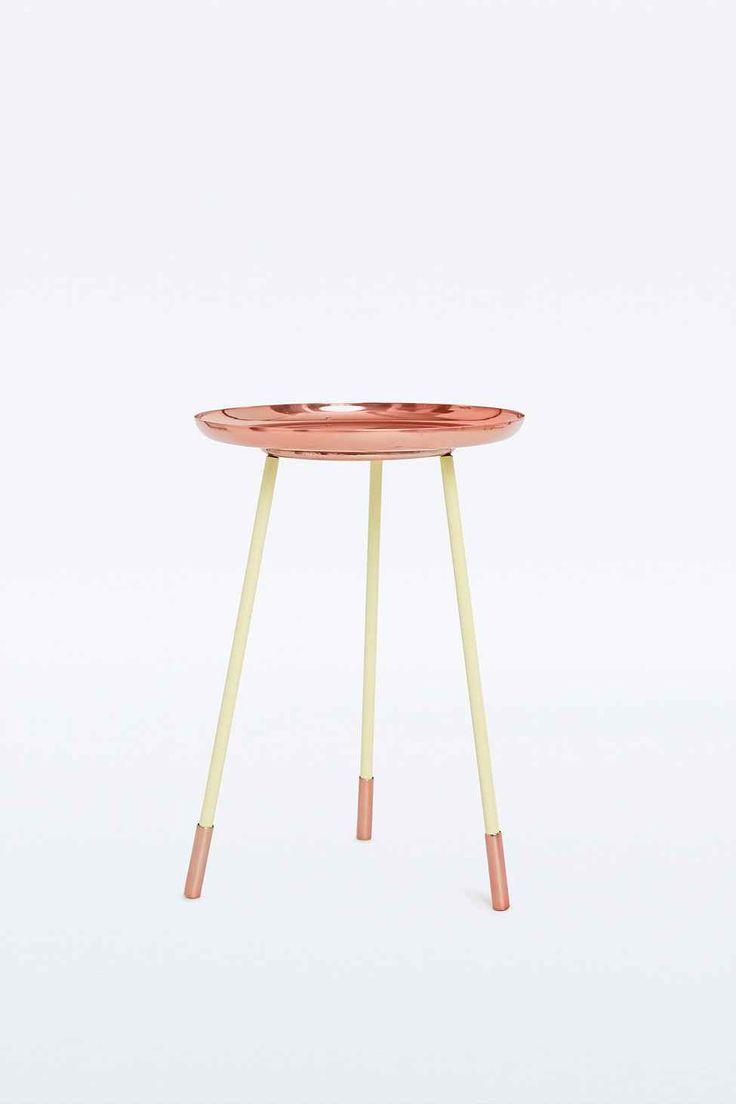 Copper side table urban outfitters cuivre et tables de for Table cuivre
