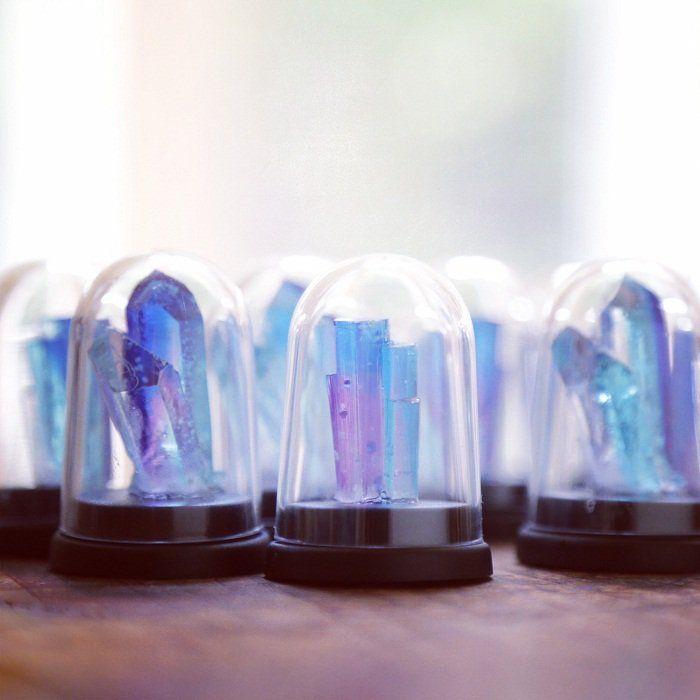 """ギニョールさんのツイート: """"11/25-12/25 #ギニョール天体観測展 銀河標本製作所さんの作品紹介です。 3.「銀河結晶鉱石標本ドーム(LEDライト)」 銀河の一部が結晶化した鉱石。きらめく星々を内包したまま碧く夜光する。 https://t.co/HV85wWFMxN"""""""