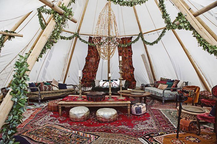 Espace cosy pour un mariage d'inspiration ethnique
