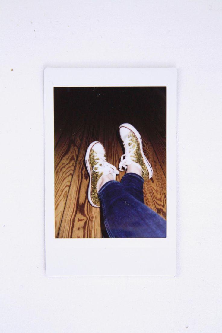 DIY Glitzer Sneaker | Glitzer Chucks | selber machen | Upcycling Schuhe | Gold | Glitter | DIY fashion | paulsvera