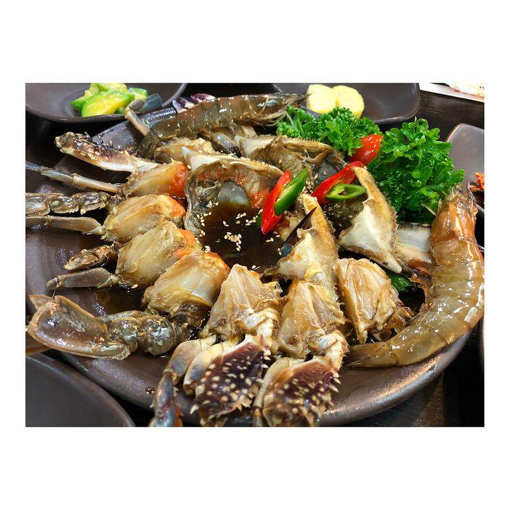 #カンジャンケジャン  食べ終わったら甲羅にご飯を少し入れてカニ味噌と混ぜて食べるのがめちゃくちゃおいしかったー また食べたい #韓国旅行#韓国料理#韓国#明洞#ユッケ#Korea#Seoul#myeongdong#crab#seafood