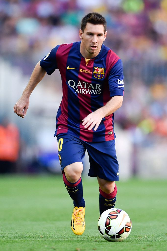 Lionel Messi of FC Barcelona runs with the ball during the La Liga match between FC Barcelona and Granada CF at Camp Nou on September 27, 2014 in Barcelona, Catalonia.