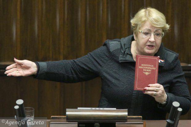 Co my zrobimy z konstytucją, kiedy ją, przepraszam, rozpieprzą zupełnie? W jakiej Polsce będą żyć nasze dzieci? Jak spojrzymy im w twarz? Z Henryką Krzywonos rozmawia Agnieszka Kublik.