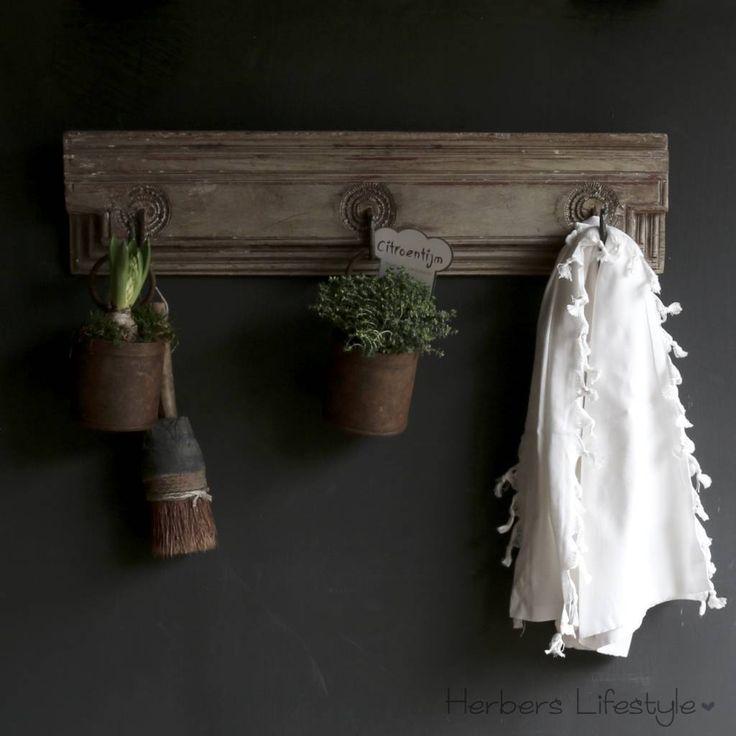 Alte Holzkleiderständer