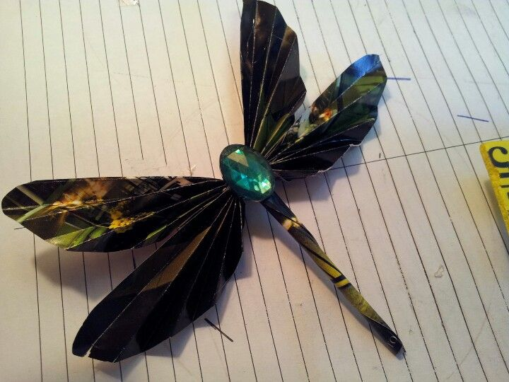 You've seen th folded magazine page butterflies. Heres my version of a folded magazine page dragonfly.