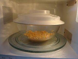 COMIDINHAS       FÁCEIS: Pipoca de microondas com manteiga ou água