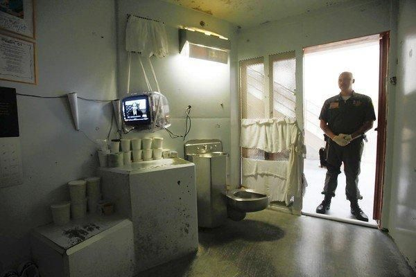 A guard stands in the doorway of a cell at Pelican Bay's ...
