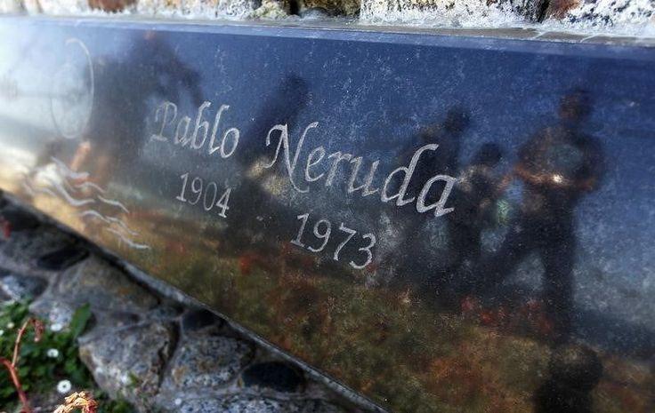 La tumba del poeta Pablo Neruda en Isla Negra, Chile