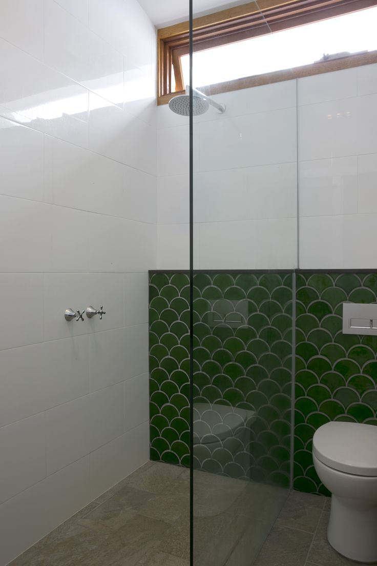 The master ensuite continues the use of the deep green fishscale tiles. Brooke Aitken Design