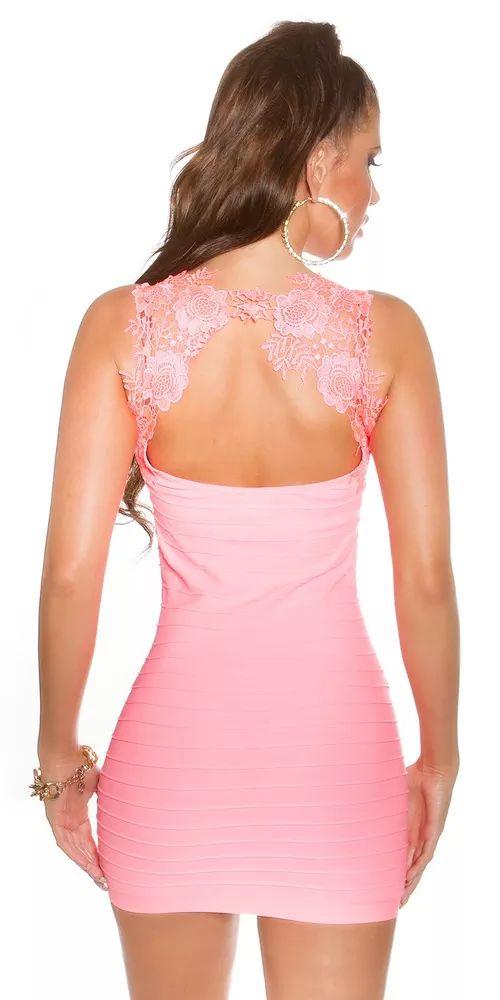 Dámské letní šaty, které mají krajkový kulatý výstřih na zádech. Barva: lososová Materiál: 92% polyamide, 8% spandex Rozměr: vel. S/M -