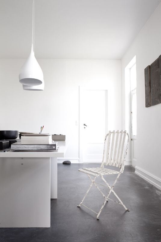 white: Pendants Lamps, White Houses, Dreams Home, Work Spaces, Workspaces, Projects Ideas, Concrete Floors, Design Blog, Home Offices