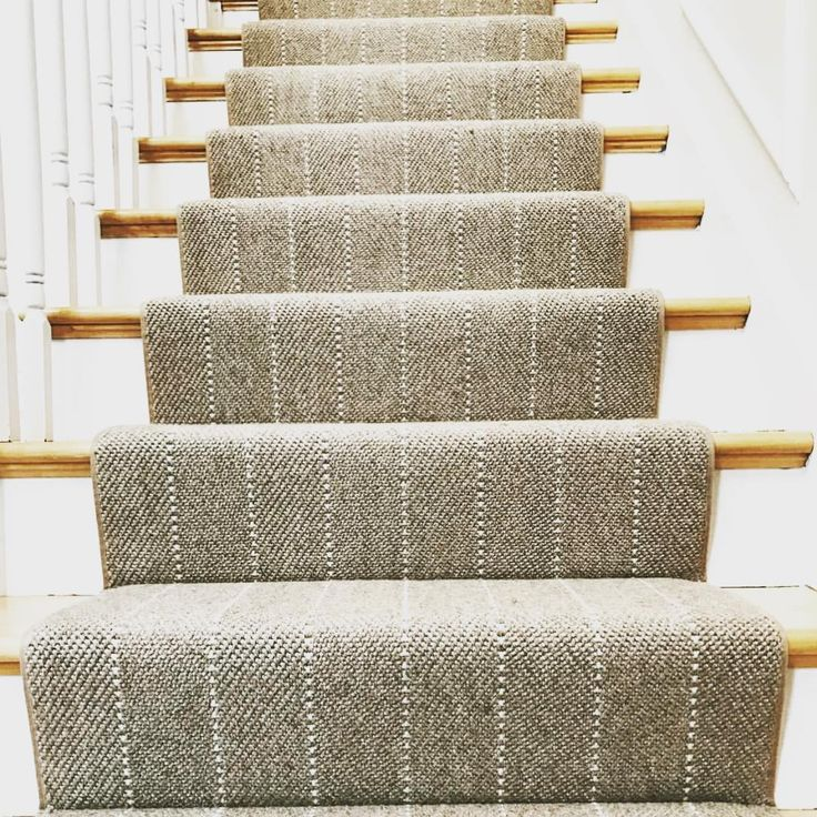31 Stair Decor Ideas To Make Your Hallway Look Amazing: Rug That Looks Like Stairs