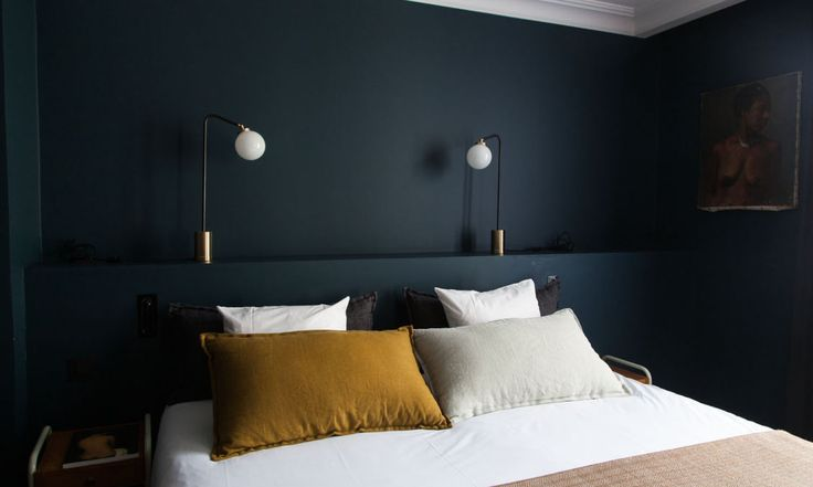 Chambre peinture anthracite coussin moutarde le coq hotel