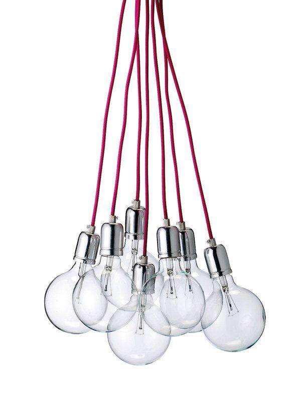 Lámpara de techo con siete bombillas y cordones rosas