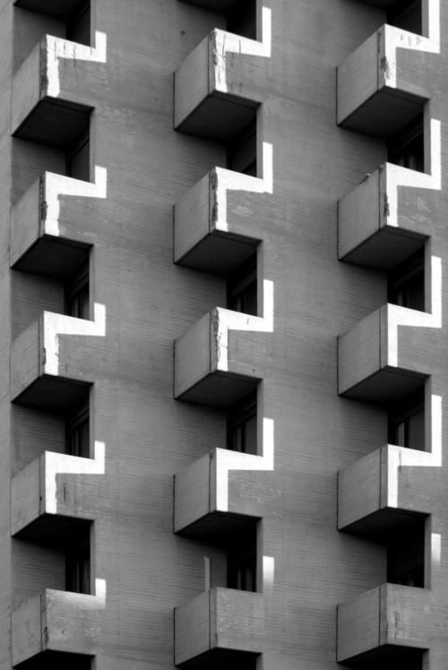 Detail of one of Kenzo Tange towers in Bologna.  Photo: Lorenzo Osti