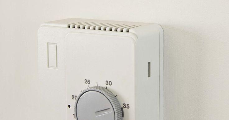 Cómo dimensionar el aire acondicionado para una habitación. El tamaño del aire acondicionado para una habitación depende del tamaño de la habitación, cómo se utiliza la habitación y la forma en que la habitación está construida. La capacidad de un aparato de aire acondicionado de pared se mide en unidades térmicas británicas o BTU (frigorías). Cuando tú compras una unidad que es demasiado pequeña, no ...