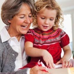 Féltékenység  A nagyszülők bölcsessége segíthet megelőzni, vagy ha már kialakult, akkor elsimítani a családon belül előforduló civakodásokat. Feltéve, ha nem a nagyszülő okozza azokat. A tapasztalatok szerint a nagymamák okozhatják a mély töréseket azzal, hogy pletykákat, vagy sértő kijelentéseket továbbítanak egyik családtagtól a másikhoz. A nagymamáknak nagy önuralmat kell tanúsítaniuk, mert ezzel tudják egységben tartani a családot, ahelyett, hogy szétzilálnák.