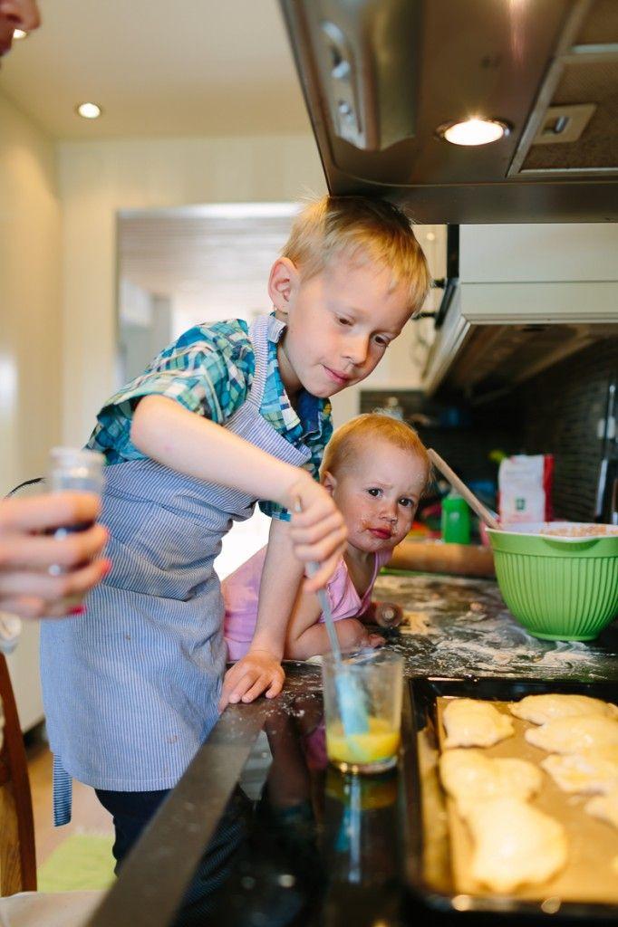 De här pirogerna kommer att göra succé på såväl picknick-lunchen eller skogsutflykten. LOPPIbloggaren Caroline Ahlqvist tipsar om enklaste och godaste receptet på ost- och skinkpiroger. Perfekt mat att laga tillsammans med barnen. Funkar dessutom perfekt att frysa in och bara …